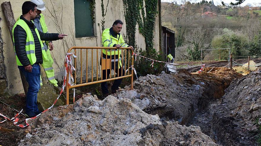 Siero impulsa la tercera fase del saneamiento de Tiñana, que estará lista antes de finales de año