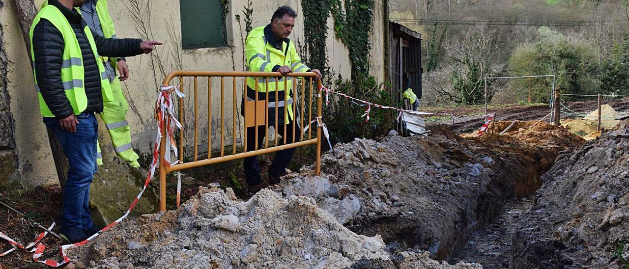 """Obras de saneamiento ya desarrolladas en la denominada """"Fase II Fonciello"""", en Tiñana, en una imagen de archivo."""