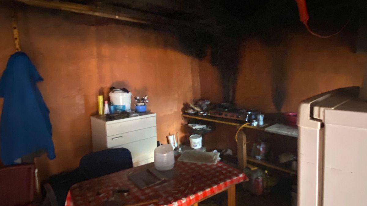 Rescatada una mujer que estaba atrapada en un incendio en su vivienda en Gran Canaria