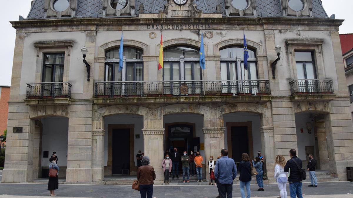 Acto ante el Ayuntamiento de Siero.