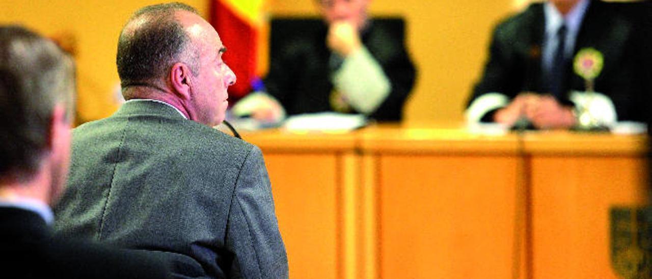 Miguel Zerolo ayer durante su declaración en la Audiencia Provincial de Santa Cruz de Tenerife.