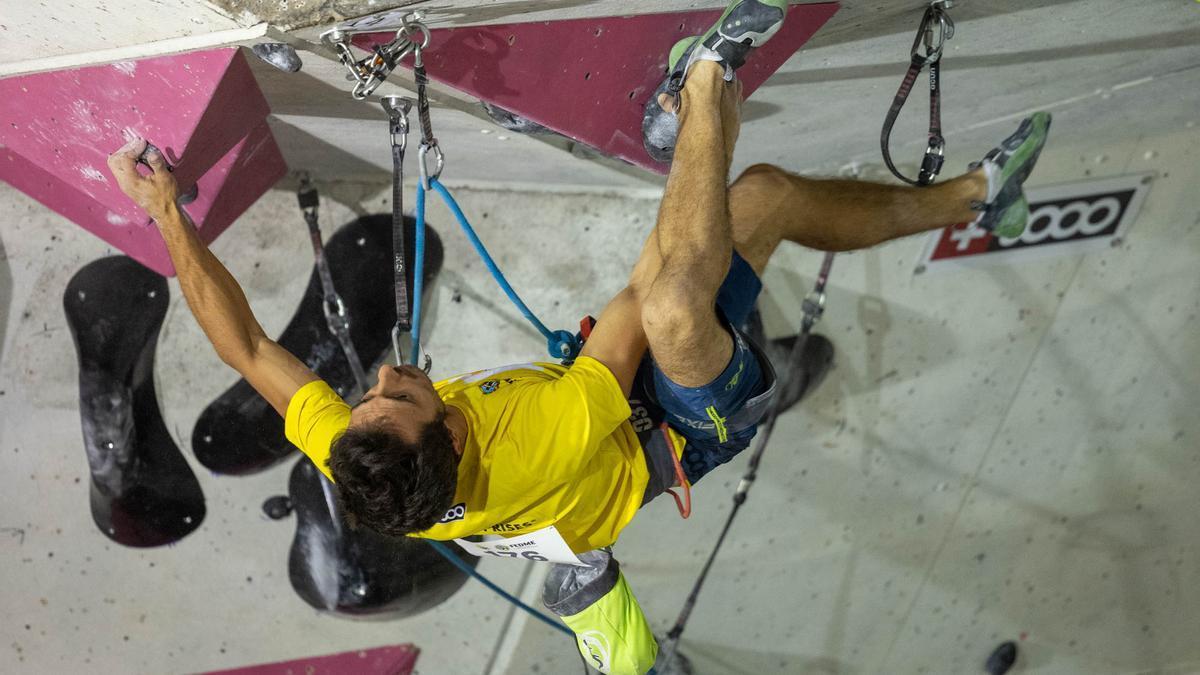Javier Cano, durante la segunda prueba de la Copa de España de escalada.