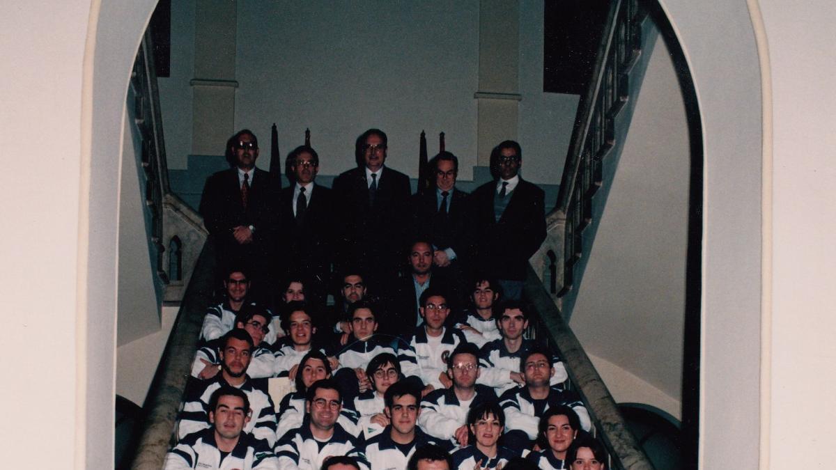 1996, los voluntarios universitarios