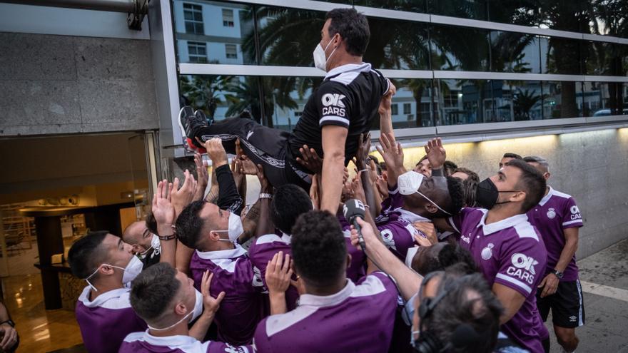 Los jugadores del Mallorca celebran que el ascenso a Primera