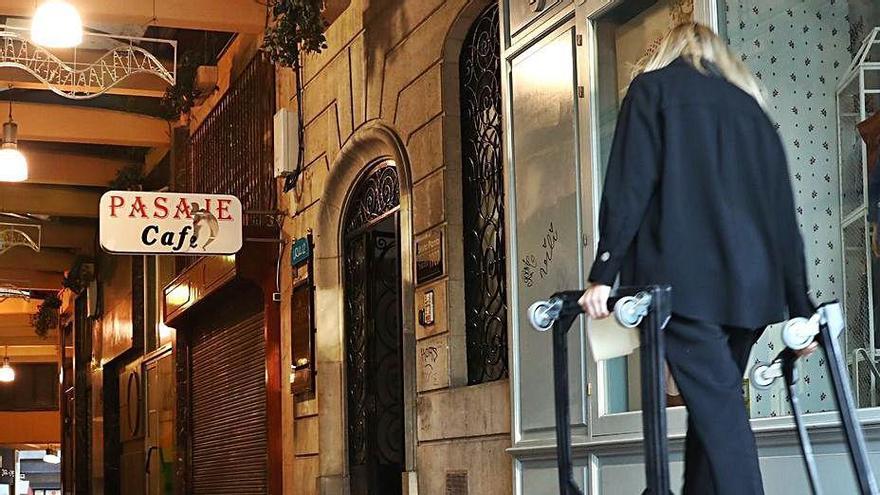 El pasaje que conecta la calle Uría con Pelayo. | Miki López