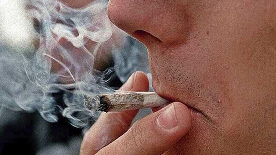 Sóller multa a más de cien jóvenes por consumo de droga en la calle