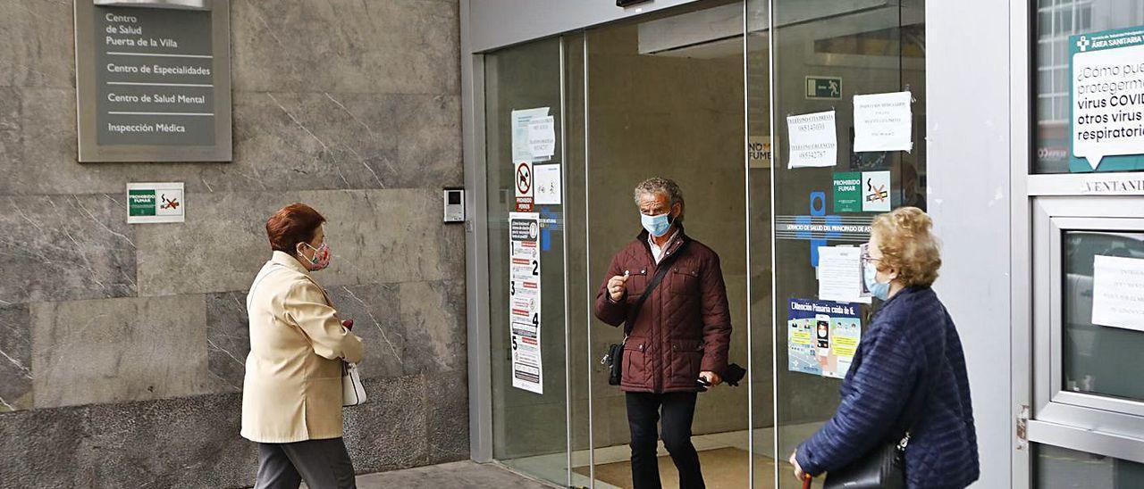 Entrada al centro de salud de Puerta de la Villa.  /MARCOS LEÓN