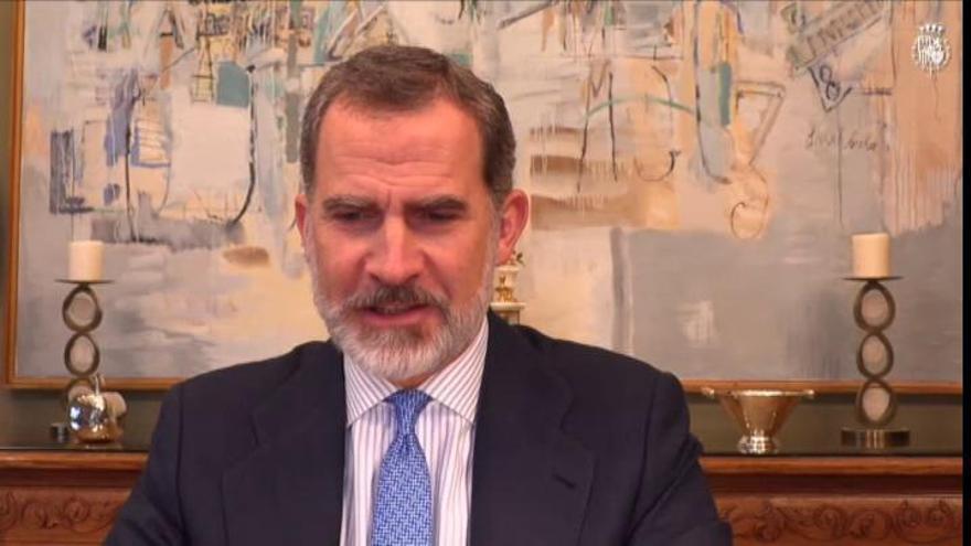 """El rey Felipe VI da negativo pero seguirá en """"cuarentena"""""""