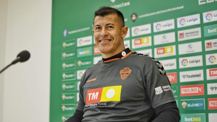 """Almirón: """"Estamos negociando con jugadores para cubrir las dos fichas libres"""""""
