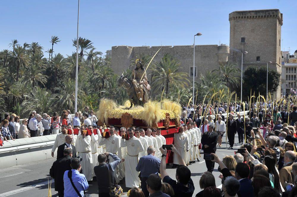 El calor es el gran protagonista en la procesión del Domingo de Ramos en Elche
