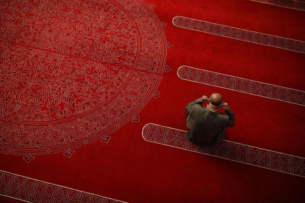 Ajuste de máscara en la mezquita