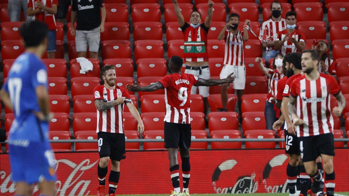 Williams festeja su gol, el 2-0 definitivo.