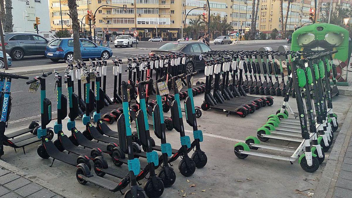 Patinetes de varias empresas en Málaga.