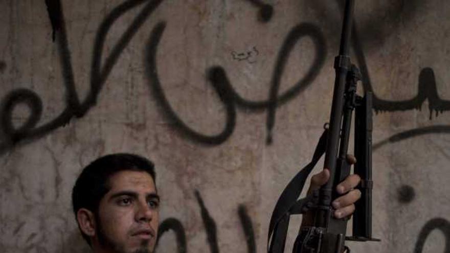 Siria empieza a facilitar información sobre su arsenal químico en el plazo exigido por EE UU