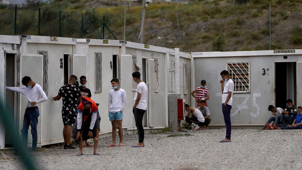 Un grupo de menores extranjeros en Ceuta
