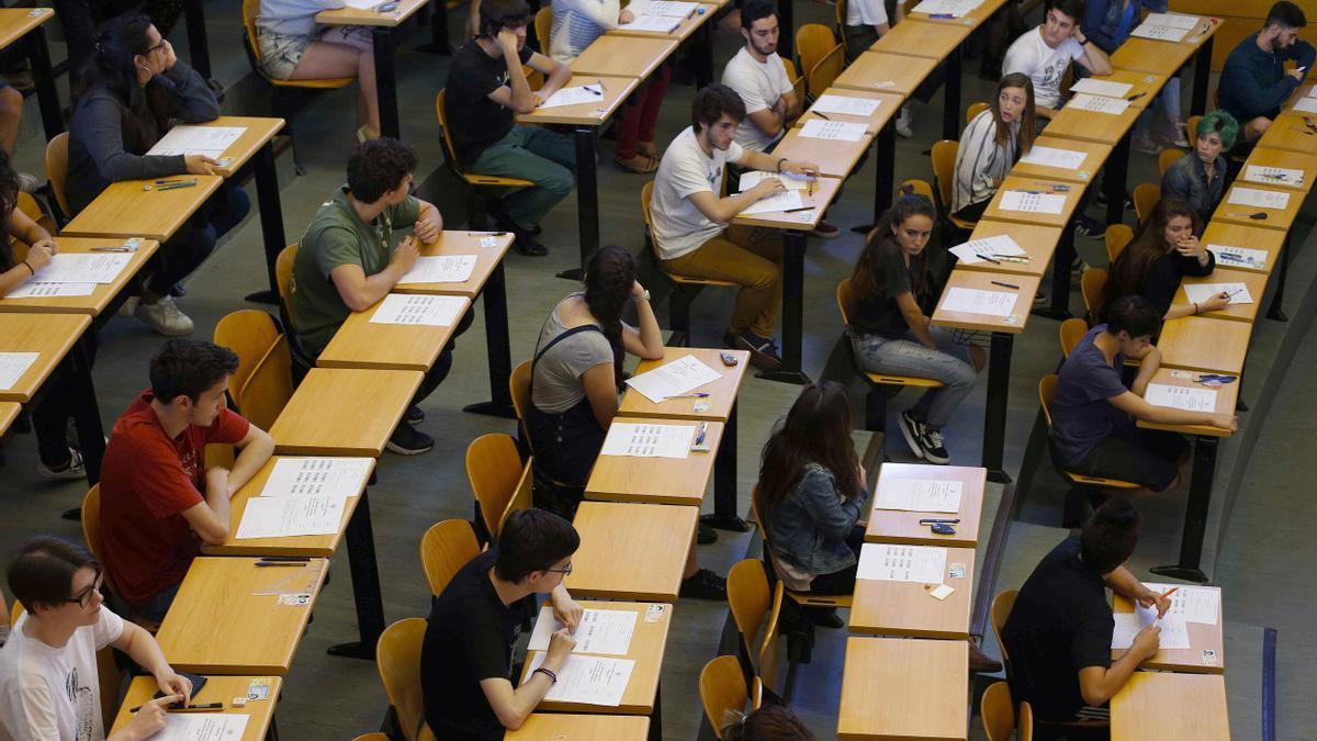 Un 67% de los estudiantes quiere estudiar la carrera en una universidad pública.