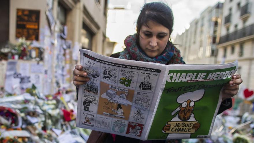 Charlie Hebdo publica la portada de Mahoma por la que atentaron los yihadistas