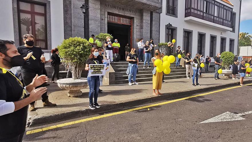 El personal del Ayuntamiento de Santa Úrsula protesta contra el abuso  de la temporalidad