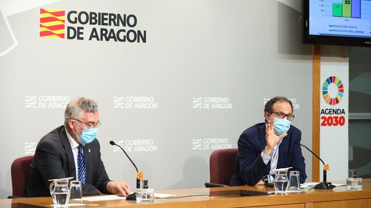 El consejero de Agricultura, Joaquín Olona, y el director general de Desarrollo Rural, Jesús Nogués, esta mañana