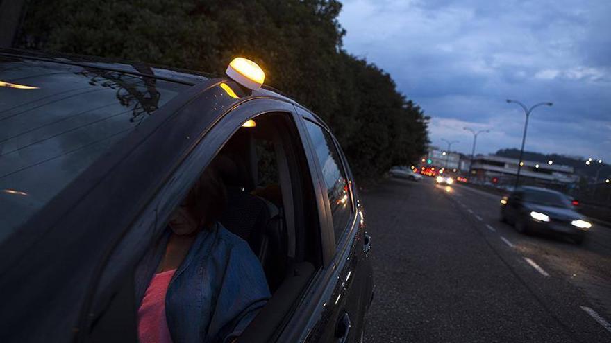 ¿Cuánto cuesta y cuándo será obligatoria la luz de emergencia viguesa que deberás llevar en el coche?