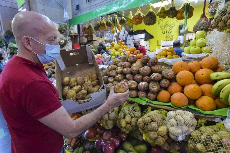 Jueves Santo en los mercados de la capital grancanaria