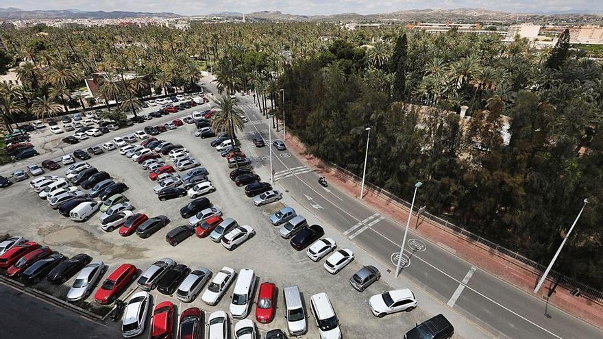 Un informe de los autobuses dice que hay mucha oferta de parking gratuito en Elche