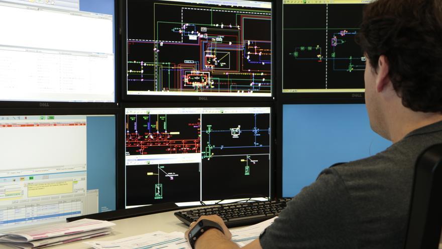 El Centre de Control treballa les 24 hores del dia per millorar i mantenir la xarxa elèctrica