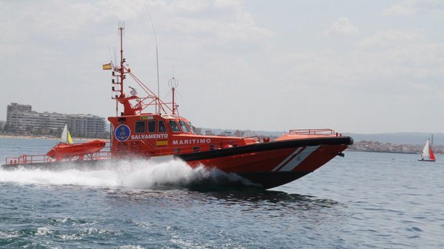 Rescatan a un pescador que cayó al mar en El Toro
