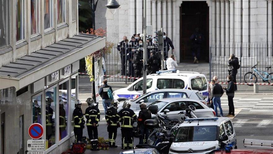 Tres muertos en un atentado con un cuchillo en una iglesia de Niza