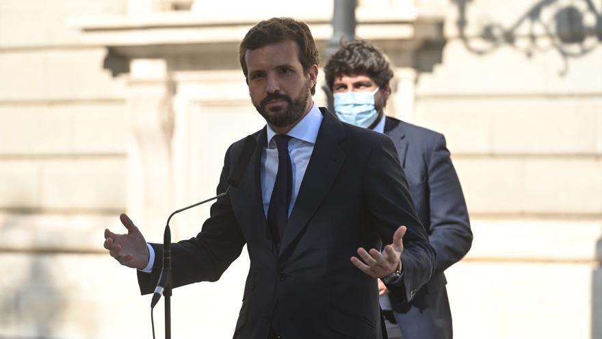 Casado exige a Sánchez aprobar su 'plan b' al estado de alarma