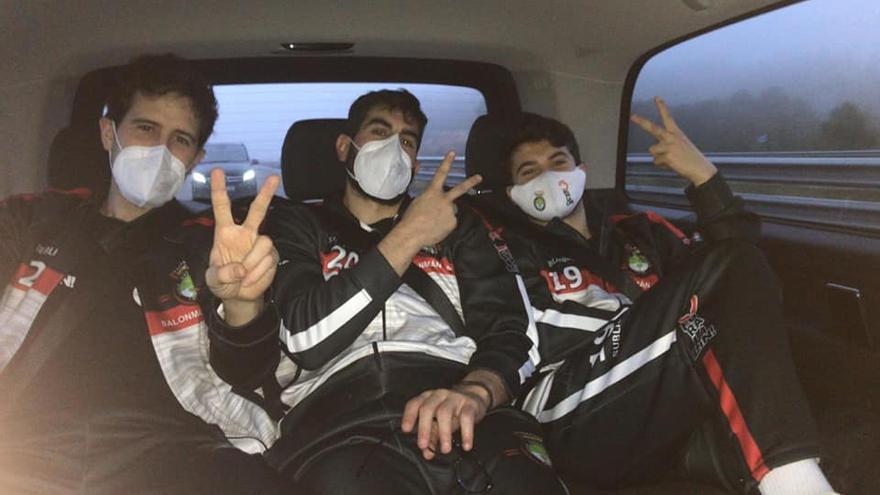 El Disiclín  vuelve a Lalín por carretera tras cancelarse su vuelo de Barcelona a Santiago