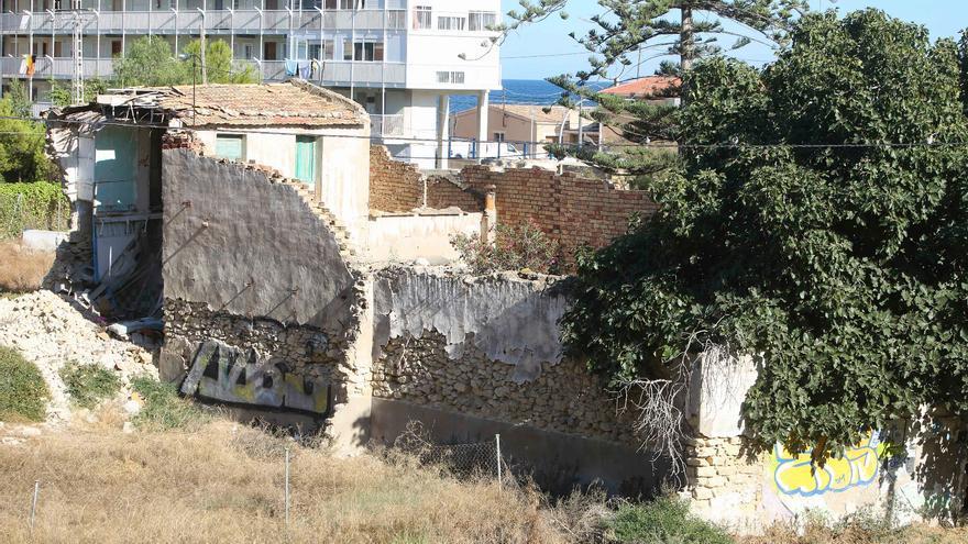 Ratas, okupas y drogas en la zona de entrada a la ciudad por la avenida de Dénia