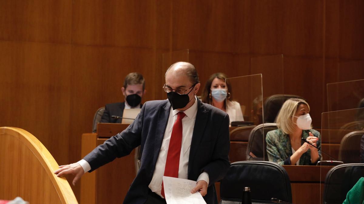Javier Lambán, en el pleno de las Cortes.