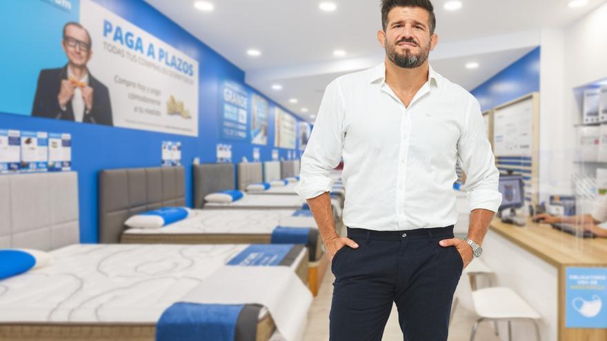Juan Espino, el mejor luchador español de todos los tiempos, será la imagen de una conocida marca de colchones.