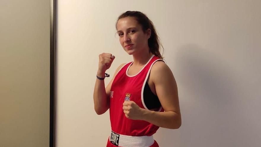 María del Carmen Madueño logra el título nacional absoluto de boxeo