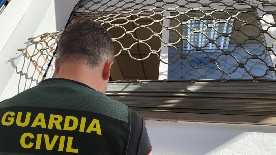 Dos jóvenes detenidos por tres robos en establecimientos de Marratxí