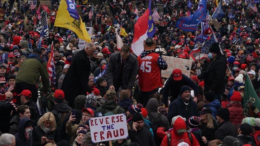 Al menos 135 detenidos y más de 400 identificados por el asalto al Capitolio