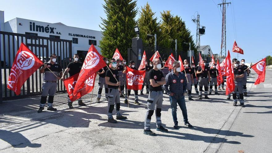 Huelga de trabajadores en la empresa Ilmex de Puente Genil por un nuevo convenio justo