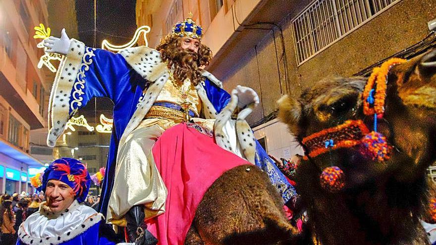 Petrer gasta 18.200 euros en los trajes de los Reyes Magos pese a no haber Cabalgata