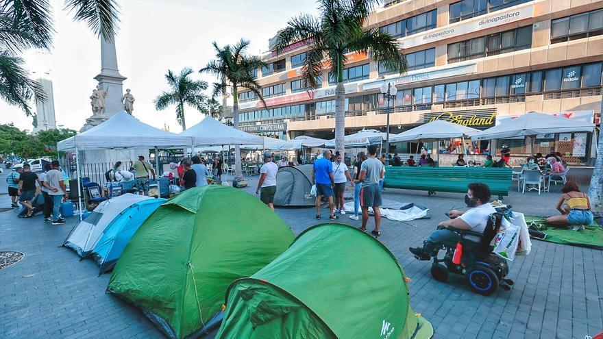 La plataforma antidesahucios traslada su acampada a la plaza de La Candelaria