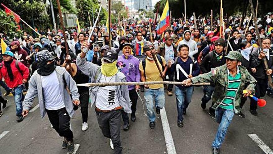 Miles de indígenas toman Quito contra los recortes del presidente de Ecuador