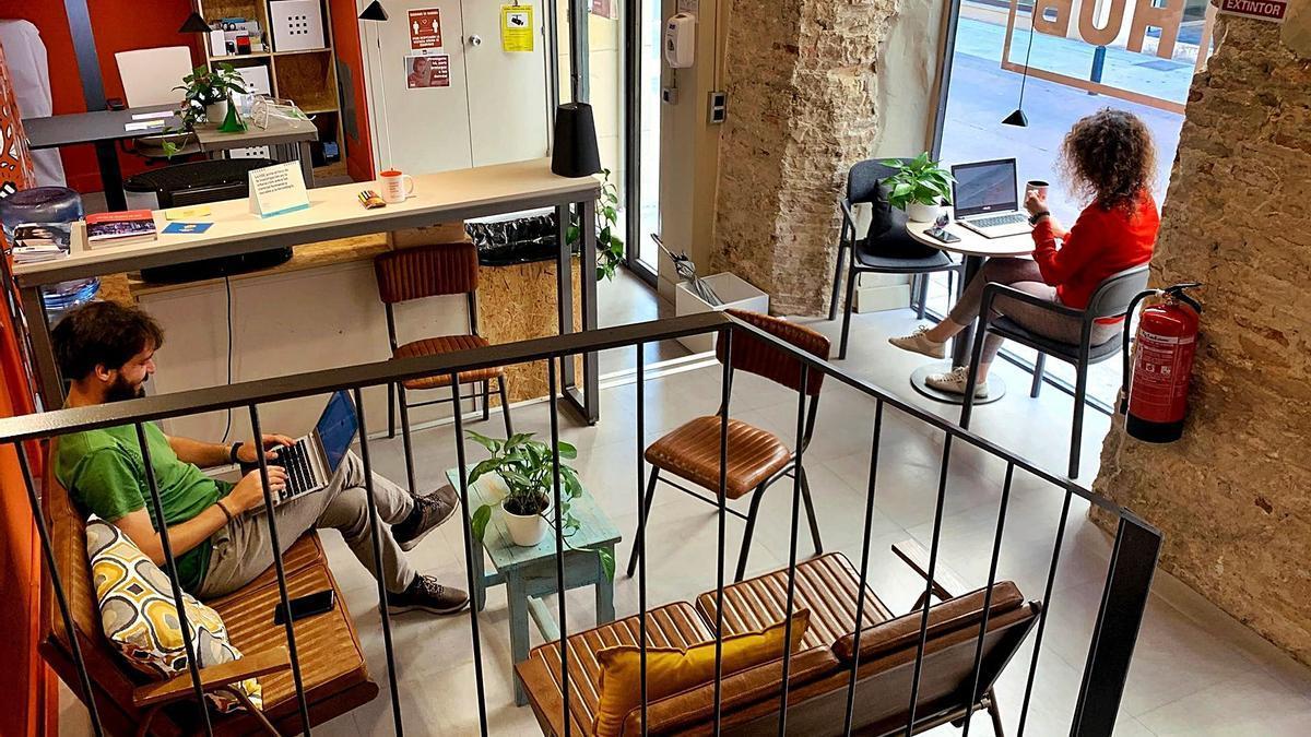 El espacio de 'coworking' (trabajo compartido) de Impact Hub Zaragoza, especializado en el desarrollo de nuevos negocios y 'startups'. | IMPACT HUB