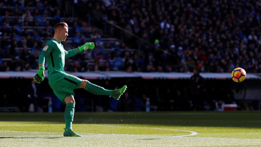 El Barcelona golea al Real Madrid en el Santiago Bernabéu y encarrila la Liga