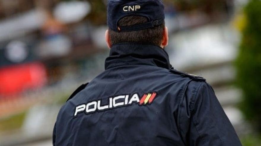 Dos menores detenidos por amenazar con una navaja y robar el móvil a otro en Benicalap