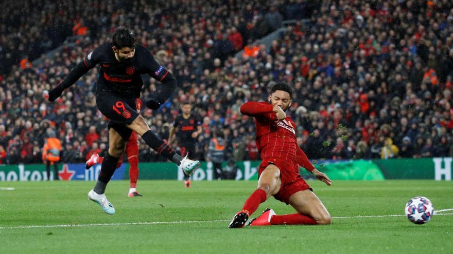 El Atlético resiste a Anfiled, remonta y elimina al Liverpool