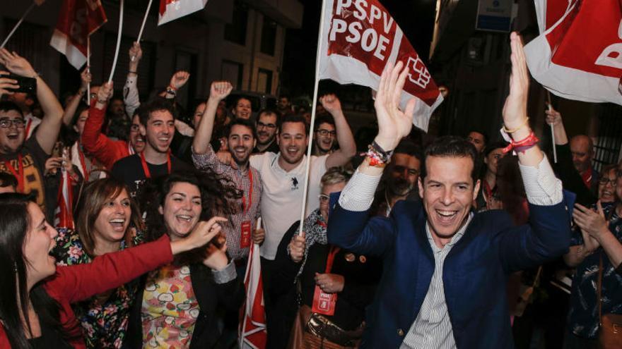 Rubén Alfaro aglutina el voto de izquierdas y consigue la mayoría absoluta en Elda