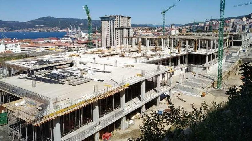 Mayne diseñará por 200.000 euros el ascensor que unirá García Barbón con Vialia y el entorno de Vía Norte