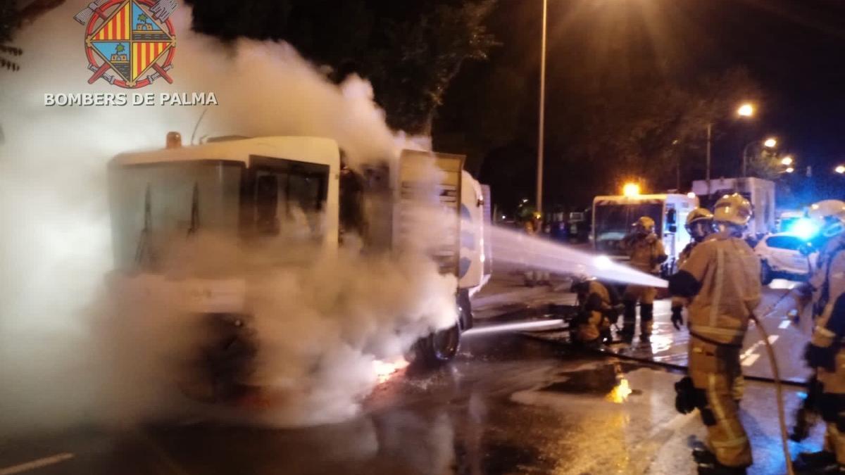 Incendio en una barredora de Emaya.