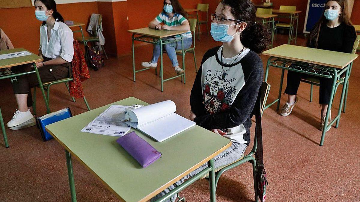 Un grupo de alumnas, en las clases de repaso antes de las pruebas de la EBAU.