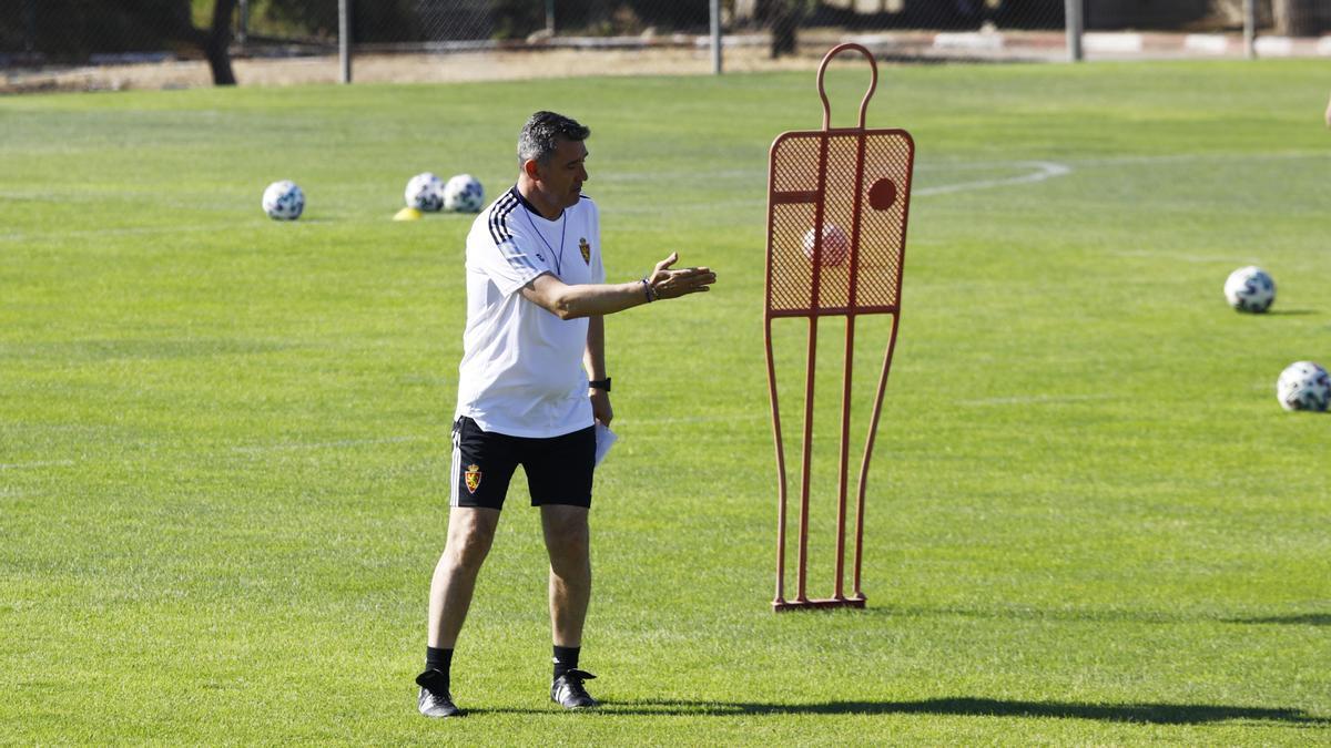Emilio Larraz, durante un entrenamiento con el Deportivo Aragón.